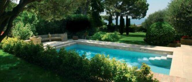 Autour de la piscine am nager l 39 espace autour de la - Amenagement autour d une piscine ...
