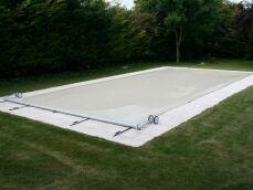 Photos de bâches et couvertures de piscine