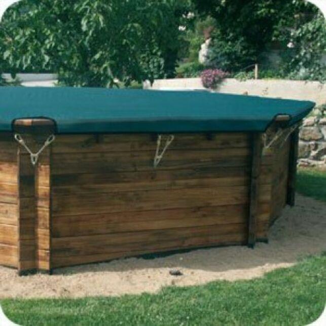 Une bâche pour piscine octogonale permet de couvrir parfaitement votre piscine.