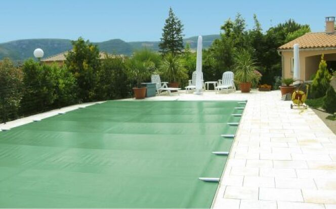 """Bâche pour piscine rectangulaire , ici de la marque Albiges<span class=""""normal italic petit"""">© Albiges</span>"""