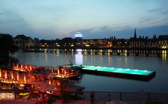 Badeschiff : une piscine flottante sur le fleuve Spree à Berlin