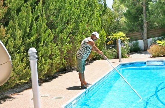 Balai télescopique de piscine
