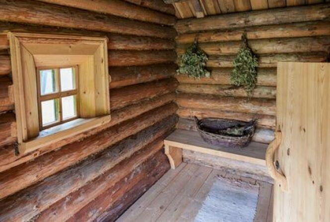 "La banya est un sauna russe traditionnel qui diffuse une chaleur plus humide que le sauna finlandais.<span class=""normal italic petit"">© Alexandr Blinov - Fotolia.com</span>"