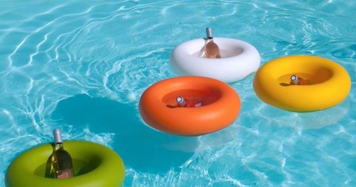 bar flottant aqua plus un cocktail les pieds dans l eau. Black Bedroom Furniture Sets. Home Design Ideas