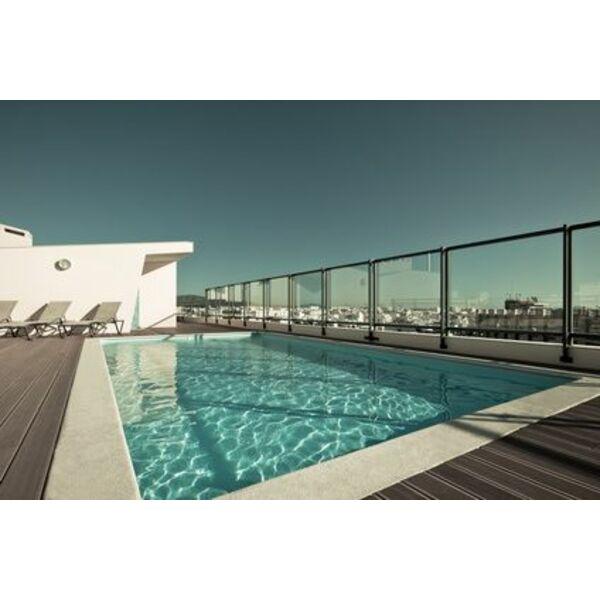barri re de piscine en verre. Black Bedroom Furniture Sets. Home Design Ideas
