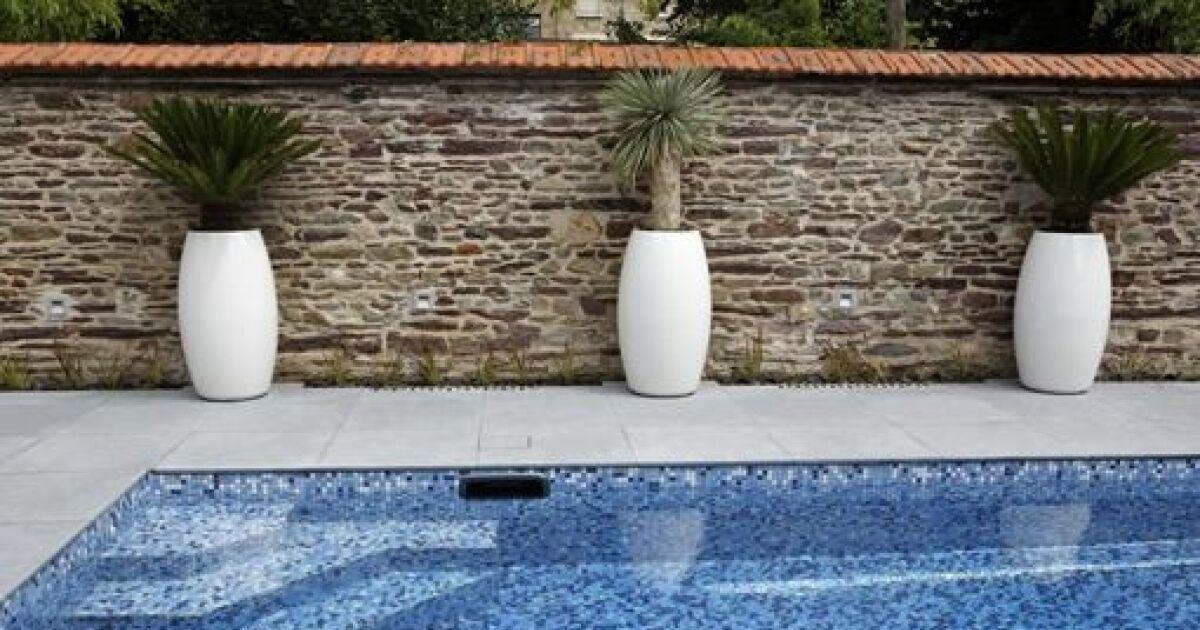 bassin de nage avec escalier d angle sur mesure. Black Bedroom Furniture Sets. Home Design Ideas