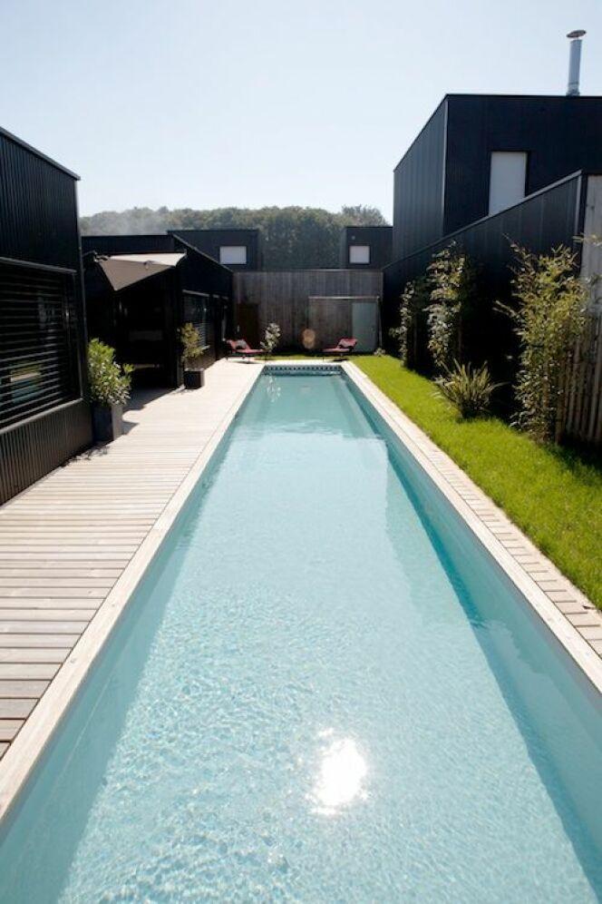 "Bassin de nage par Caron (2,50 x 21m)<span class=""normal italic petit"">© CARON PISCINES</span>"
