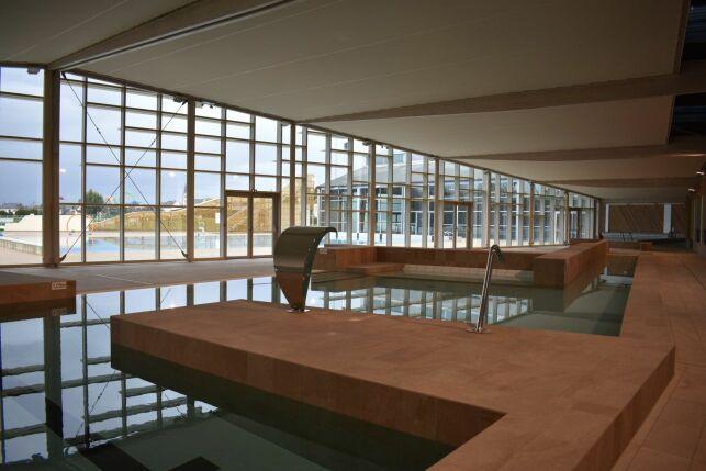Bassin ludique + mur rideau