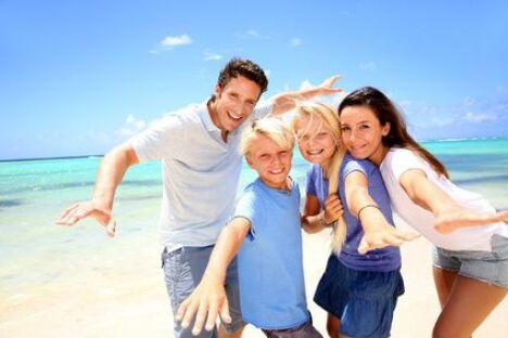 "Beachwear, tenue de plage<span class=""normal italic petit"">© goodluz - Fotolia.com</span>"