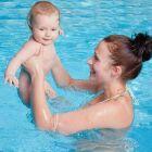 Bébé à la piscine : je mets quoi dans mon sac?