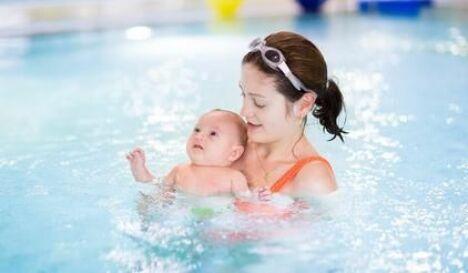 """Bébés nageurs<span class=""""normal italic petit"""">© famveldman - Fotolia.com</span>"""