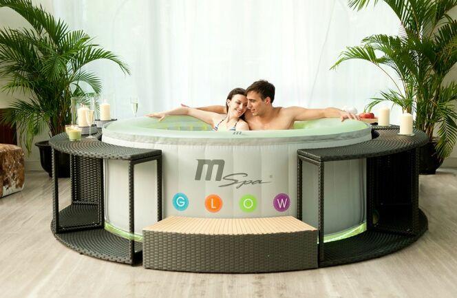 """Le spa gonflable nécessite absolument un filtre pour garder l'eau propre.<span class=""""normal italic petit"""">© B120L-Glow-Lifestyle</span>"""