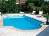 Une piscine coque polyester : liberté de formes et simplicité d'installation