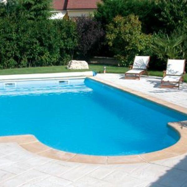 Une piscine coque polyester libert de formes et for Bien entretenir sa piscine