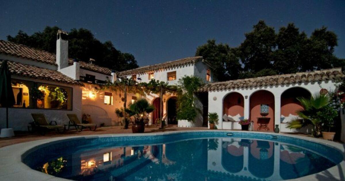 Comment bien choisir son clairage de piscine - Comment choisir son spa ...