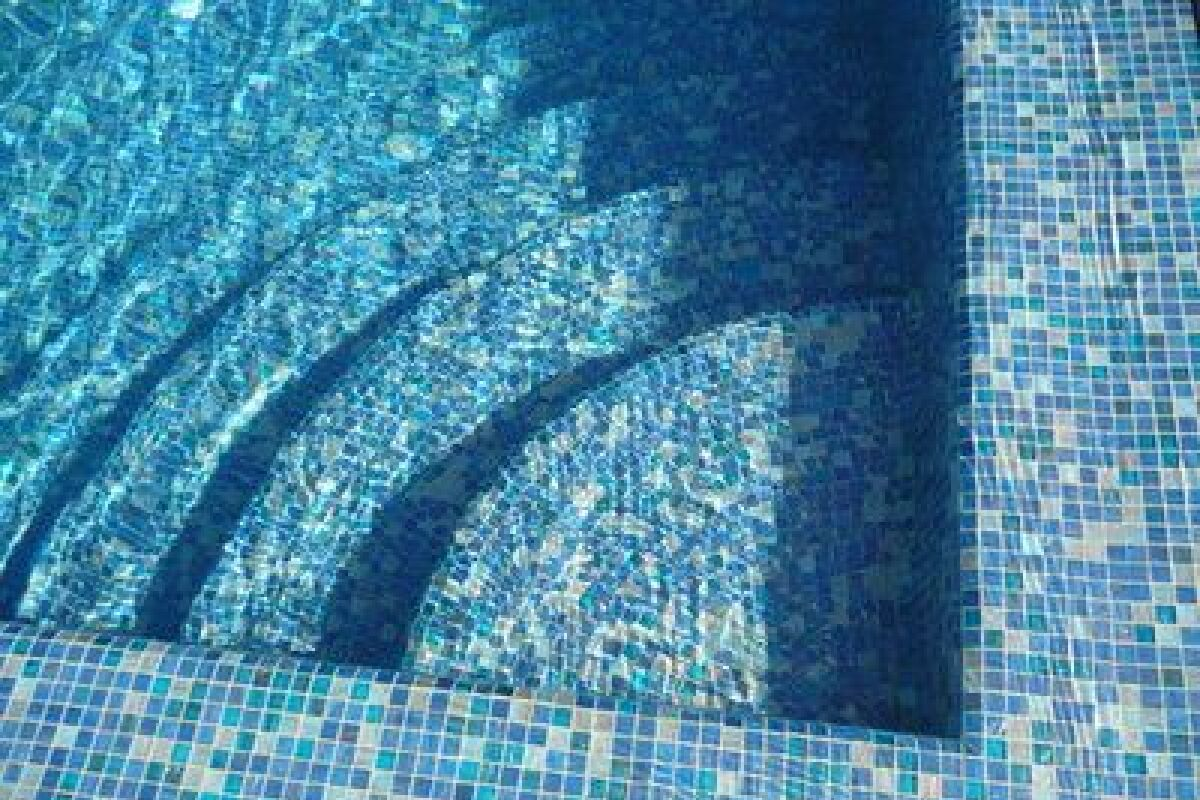 Quel Produit Pour Blanchir Les Joints De Carrelage comment nettoyer un carrelage de piscine ? - guide-piscine.fr