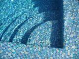 Comment nettoyer un carrelage de piscine ?
