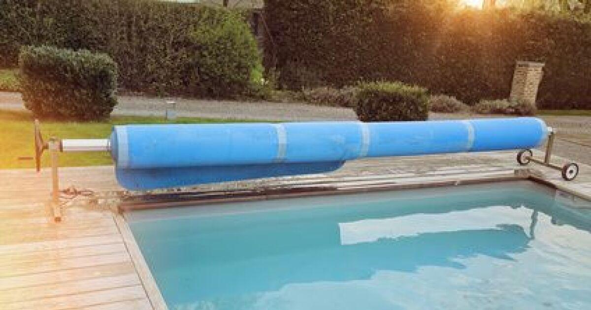 Bien utiliser une b che solaire pour couvrir l eau de la for Bache chauffante solaire pour piscine