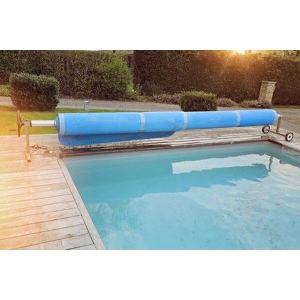 bien utiliser une b che solaire pour couvrir l eau de la piscine. Black Bedroom Furniture Sets. Home Design Ideas