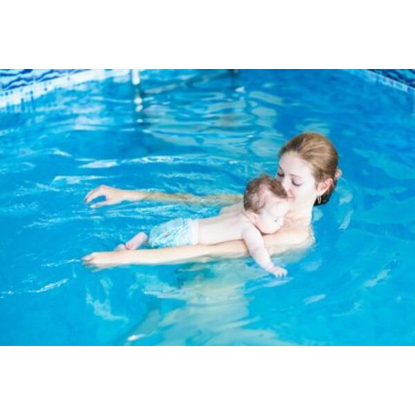 Les bienfaits de l 39 eau pour b b for Petite piscine gonflable bebe