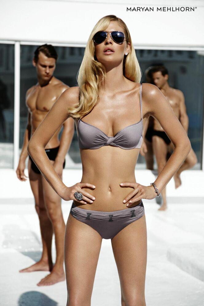 Bikini à balconnet couleur taupe, drapé et satiné (Maryan Mehlhorn été 2013)