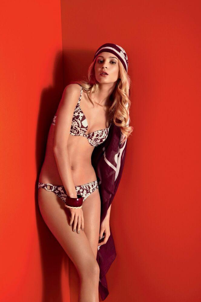 Bikini balconnet motif baroque bordeaux et blanc Jolie Madame Huit été 2013