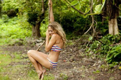 "Bikini bandeau à rayures multicolores Billabong été 2013<span class=""normal italic petit"">© Billabong</span>"