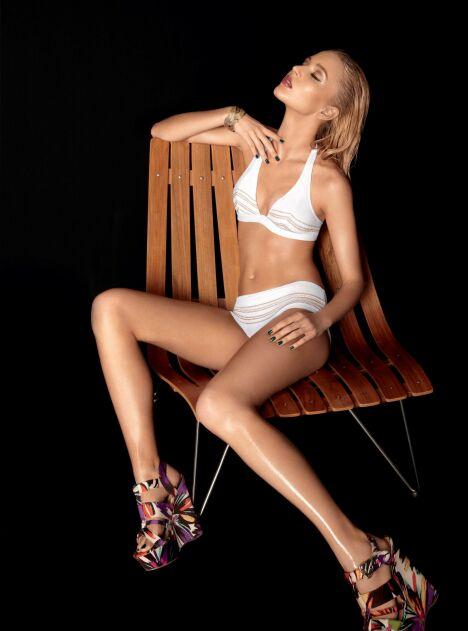 """Bikini blanc détails dorés collection Very Glossy Huit été 2013<span class=""""normal italic petit"""">© Huit</span>"""