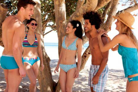 "Bikini et boardshorts Arena pour l'été 2013<span class=""normal italic petit"">© Arena</span>"