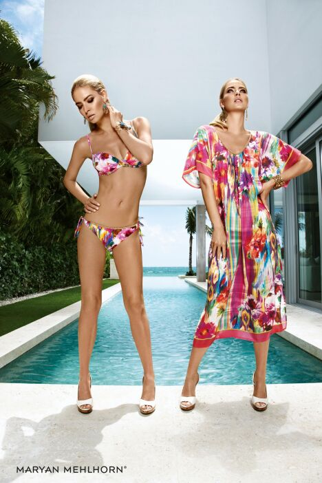 "Bikini et robe de plage imprimés aquarelle par Maryan Mehlhorn<span class=""normal italic petit"">© Maryan Mehlhorn</span>"
