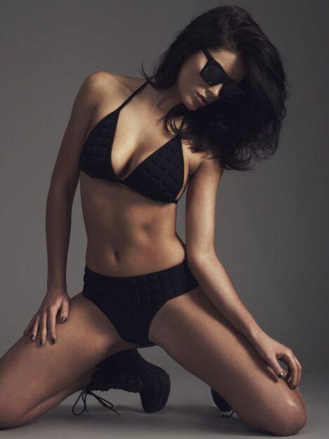 "Bikini taille haute noir par Sumarie été 2014<span class=""normal italic petit"">© Sumarie</span>"