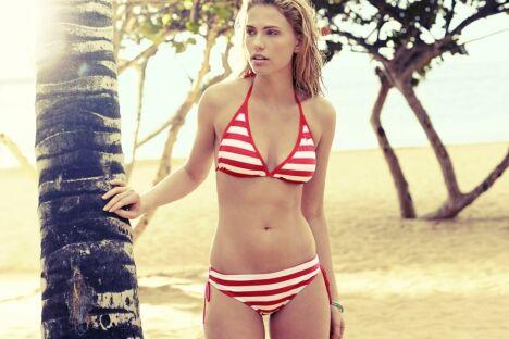 "Bikini triangle à rayures rouges - Speedo 2014 <span class=""normal italic petit"">© Speedo</span>"