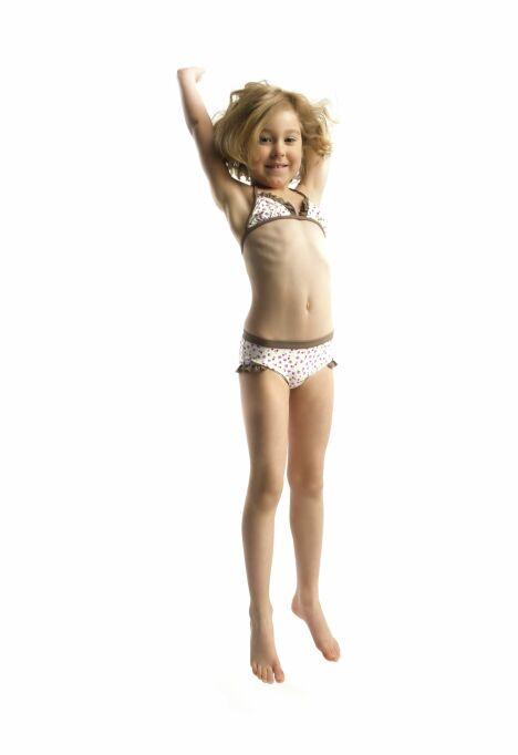 "Bikini triangle anti-uv pour petite fille - Les UltraViolettes été 2013<span class=""normal italic petit"">© Les UltraViolettes</span>"