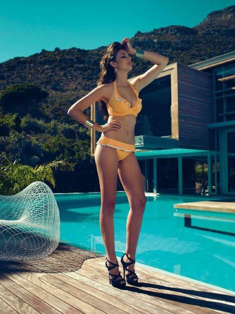 "Bikini vintage jaune à pois et volants : collection Sunset Boulevard par Freya (été 2013)<span class=""normal italic petit"">© Freya</span>"