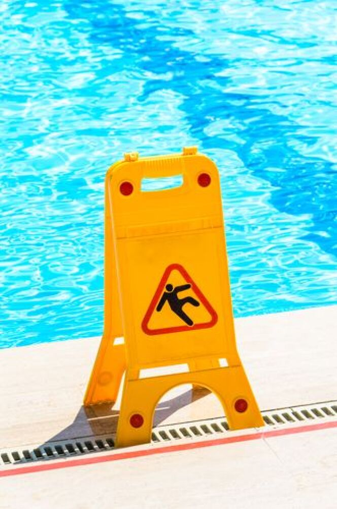 "Blessure dans la piscine <span class=""normal italic petit"">© Boris Sosnovyy</span>"
