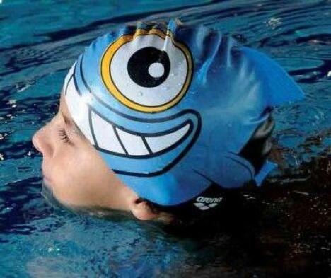 """Bonnet de bain enfant Happy fish<span class=""""normal italic petit"""">© Arena</span>"""