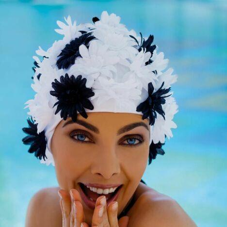 "Bonnet de bain fleuri<span class=""normal italic petit"">© Fashy</span>"
