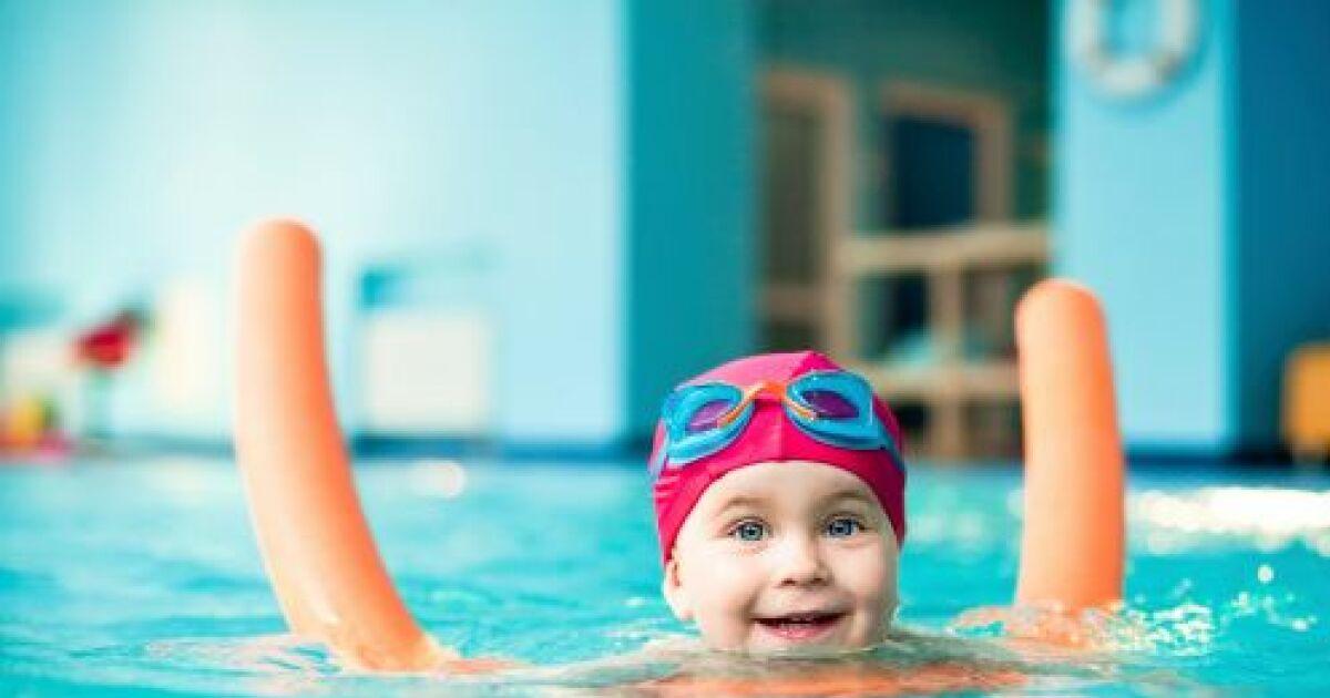Bonnet de bain pour b b for Bebe dans piscine