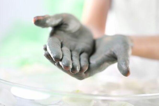 Boule marine : les bienfaits de la boue marine et des algues sur vos mains
