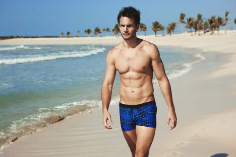 "Boxer à carreaux bleu plage et piscine Speedo 2013<span class=""normal italic petit"">© Speedo</span>"