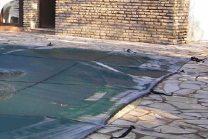 """C'est l'hiver : pensez à la couverture de votre piscine !<span class=""""normal italic petit"""">© Albon</span>"""