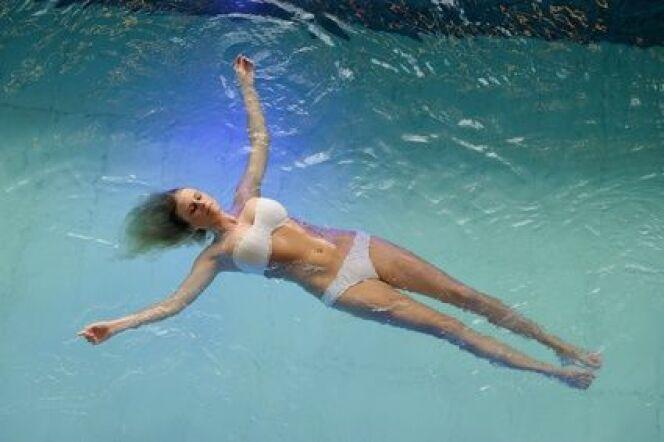 """Cabine de flottaison : pour une sensation de légèreté et de bien-être <span class=""""normal italic petit"""">© C. Strom - Fotolia.com</span>"""