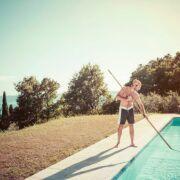 Le calendrier d'entretien de votre piscine : les gestes indispensables mois par mois