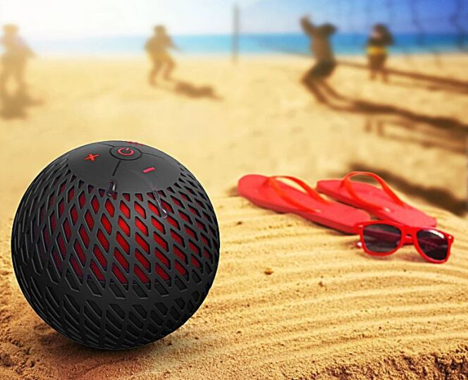 """Cannonball 360 Audio : waterproof, immergeable et résistante, qui peut vous suivre partout.<span class=""""normal italic petit"""">© Cannonball</span>"""