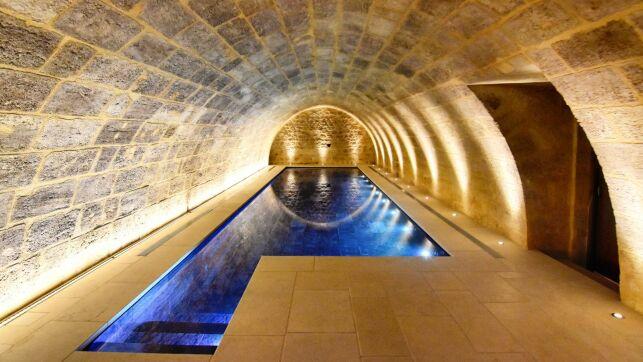 Pour pouvoir l'utiliser toute l'année, il est essentiel de chauffer votre piscine intérieure