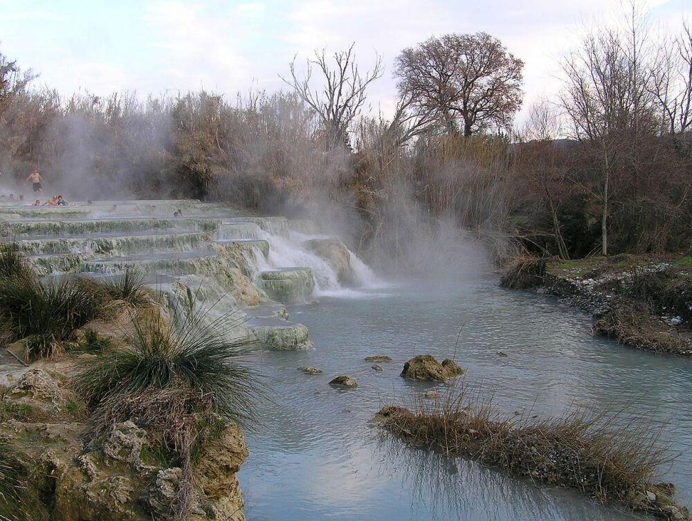 Cascate Del Gorello, l'une des cascades des thermes Saturnia, en Italie© Waugsberg - via wikipedia