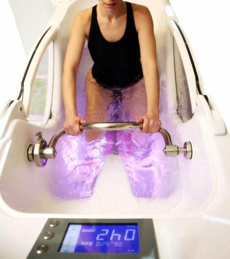 """Cabine d'aquabiking Spa Tonic pour pédaler dans l'eau et se muscler en douceur<span class=""""normal italic petit"""">© Des Ronds dans l'O</span>"""