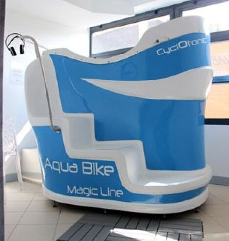 "Cabine d'aquabike individuelle Cyclotonic à Rennes  <span class=""normal italic petit"">DR</span>"