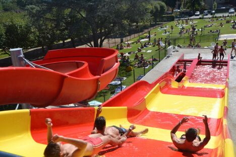 Le toboggan et le pentagliss de la piscine à Issoire