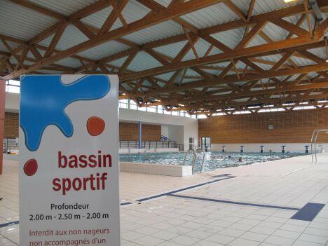 Le bassin de natation du centre aqualudique d'Issoire Communauté